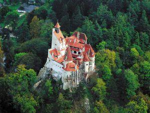 Castelul Bran – singurul punct turistic care atrage sute de mii de turisti din intreaga lumea. Legenda Contelui Dracula – intre adevar si minciuna. Workshop 1 – Centre of the country: Braşov – Bran – Râşnov – Prahova Valley Workshop 1 – Centre of the country: Braşov – Bran – Râşnov – Prahova Valley bran 300x225