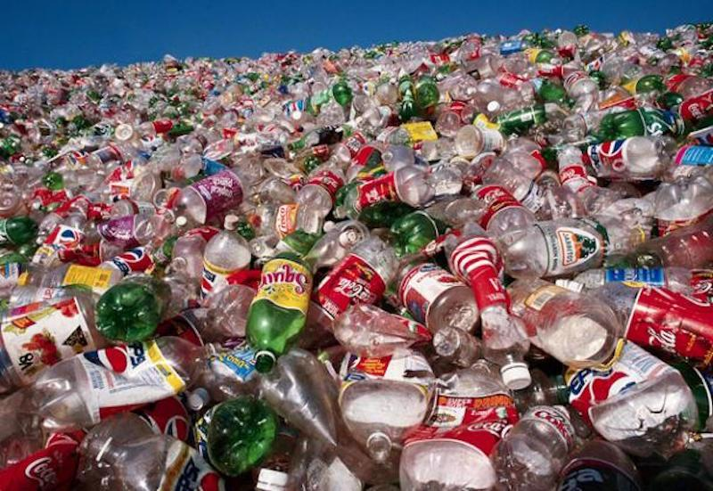 10 moduri prin care fiecare putem proteja mediul înconjurător 10 moduri prin care fiecare putem proteja mediul înconjurător Plastic Bottles Landfill1